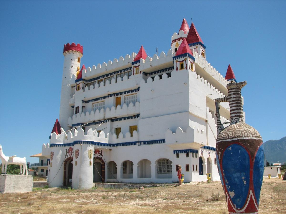 Agrilis-kastro-paramythion Το ξεχασμένο «Κάστρο των Παραμυθιών» στα Φιλιατρά που θυμίζει... Disneyland [εικόνες]